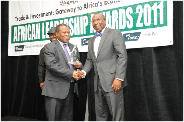 Mr. Alonzo Fulgam, Immediate Past administrator of USAID receiving an African Leadership Award